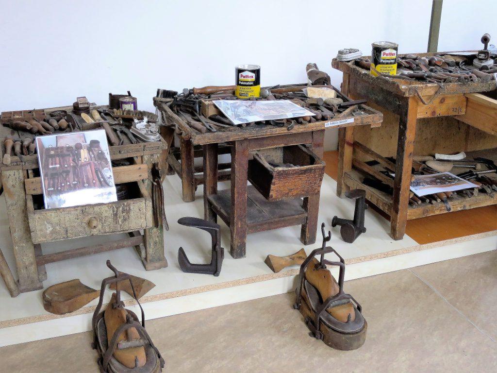 Cipészmesterek munkaeszközei-fotó-Bognár Mária