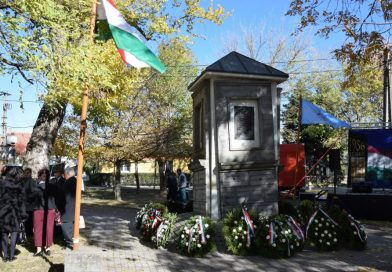A SZABADSÁG NAPJA – 1956. október 23.  Emlékezés az '56-osforradalom és szabadságharc hőseire.
